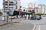 Samsun'da tramvay otomobile çarptı