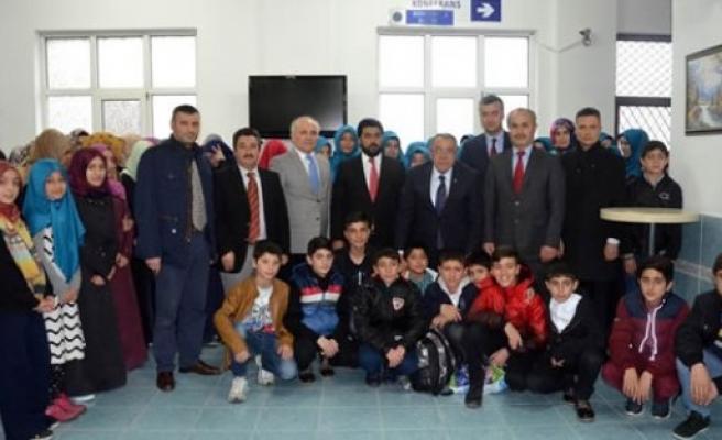 """160 Kuran Kursu Öğrencisi """"Dedeciğim Ben Geldim"""" Projesiyle Çanakkale'ye Uğurlandı"""