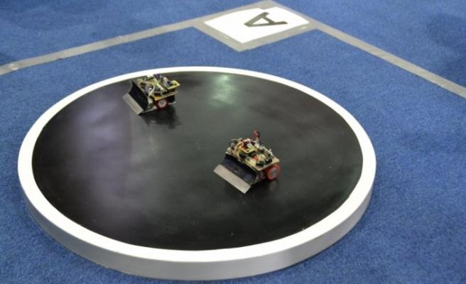 """Robot """"Sanbot"""" erik dalı oynadı"""