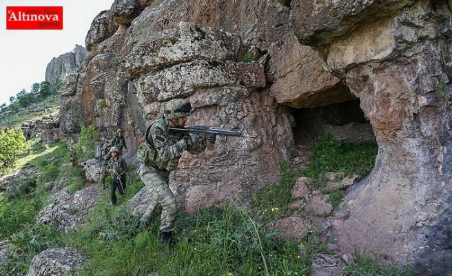 Son bir ayda terör örgütü PKK'ya ait 194 sığınak imha edildi
