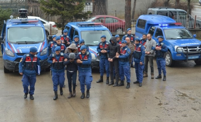 Bolu'da 3 günde 58 evden hırsızlık yapan şüpheliler hakim karşısında
