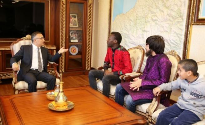 Yabancı öğrenciler Vali Çeber'i ziyaret etti