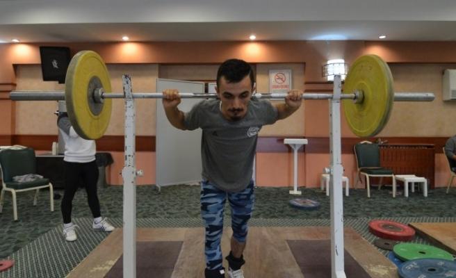 Milli halterciler Avrupa Şampiyonası'na hazırlanıyor