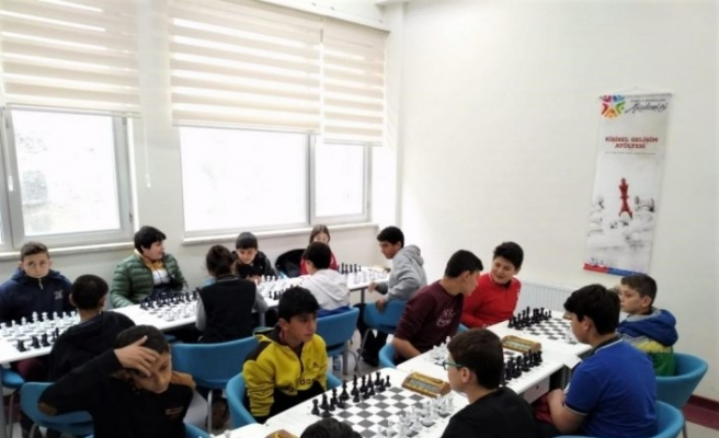 Kavak'ta ortaokullar arası satranç turnuvası