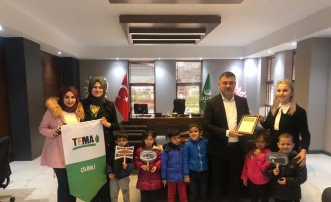 Minik öğrenciler projelerini Belediye Başkanı Yavuz'a sundu