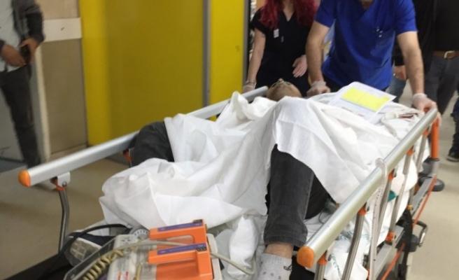 Geç gelen elektrik tesisatçısının makasla yaralandığı iddiası