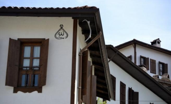 """Geyik boynuzları Safranbolu evlerinin """"sigortası"""" gibi görülüyor"""