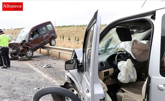 Bayram tatilinde trafik kazaları can almaya devam ediyor