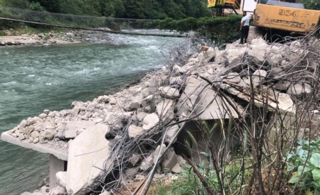 Fırtına Vadisi'nde kaçak yapıların yıkımı sürüyor