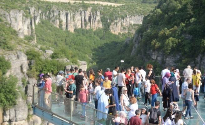 Türkiye'nin ilk cam seyir terasında bayram bereketi