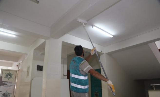Kastamonu'da yükümlüler okulların tadilatında görev alıyor