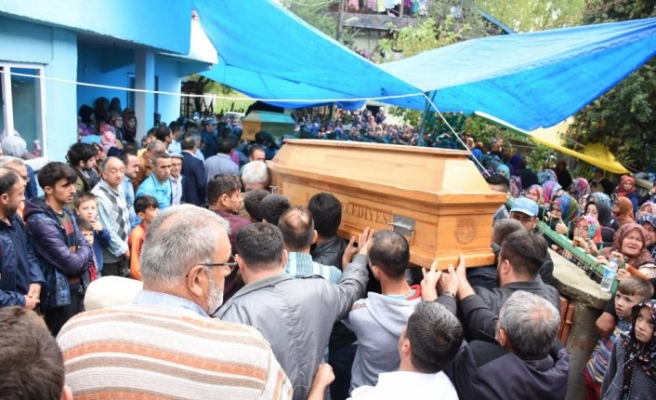 Baraja devrilen araçta ölen 4 kişinin cenazeleri defnedildi