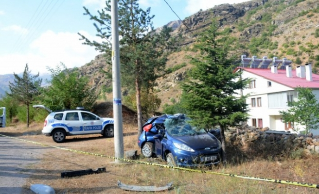 Gümüşhane'de otomobil elektrik direğine çarptı: 1 ölü