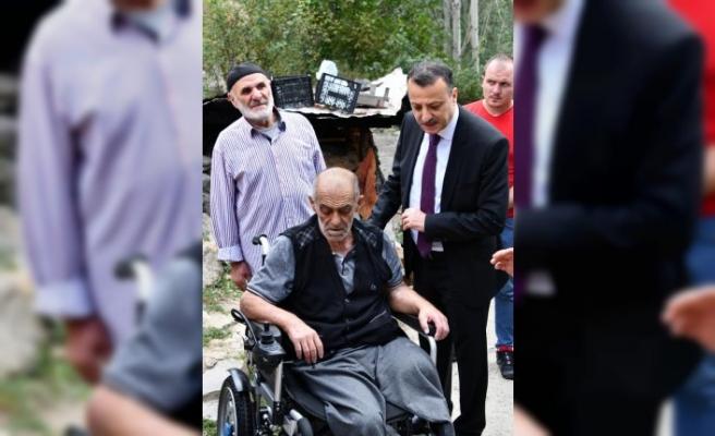 Şeker hastası Eren'e akülü tekerlekli sandalye temin edildi