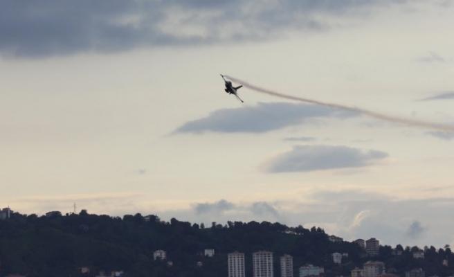 SOLOTÜRK, Rize'de gösteri uçuşu yaptı