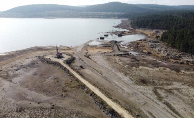 Seben Gölü'nün suları çekilince eski yapılar ortaya çıktı