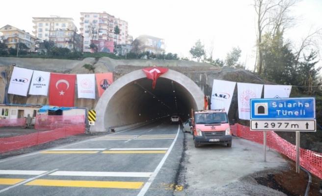 """Rize'de """"70 yıllık rüya"""" Salarha Tüneli'nin 2 bin 977 metre uzunluğundaki ilk tüpü hizmete açıldı"""