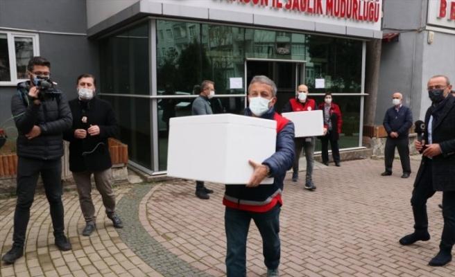 Samsun'da Kovid-19 aşılarının sağlık çalışanlarına yapılmak üzere hastanelere dağıtımına başlandı