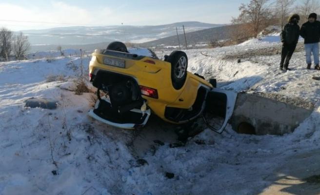 Amasya'da taksi şarampole devrildi: 1 ölü, 2 yaralı