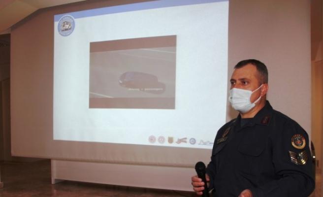 Taşova'da servis şoförlerine eğitim semineri verildi