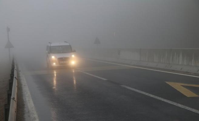 Bolu Dağı'nda sis ve sağanak nedeniyle görüş mesafesi 25 metreye kadar düştü