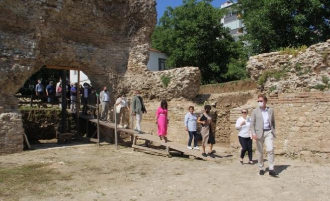 AB Büyükelçisi Meyer-Landrut, Balat Yapı Topluluğu kazı alanında incelemelerde bulundu
