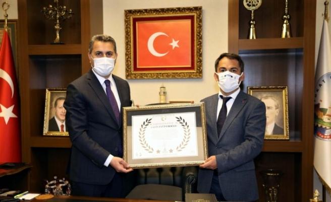 Tokat Belediye Başkanı Eroğlu'na çevreye duyarlı projelerinden dolayı berat verildi