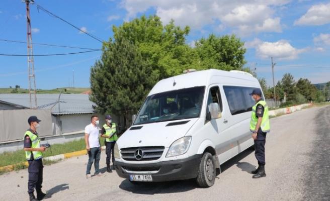 Toplu taşıma aracına sivil olarak binen jandarma görevlisi sürücünün hatalarını belirledi