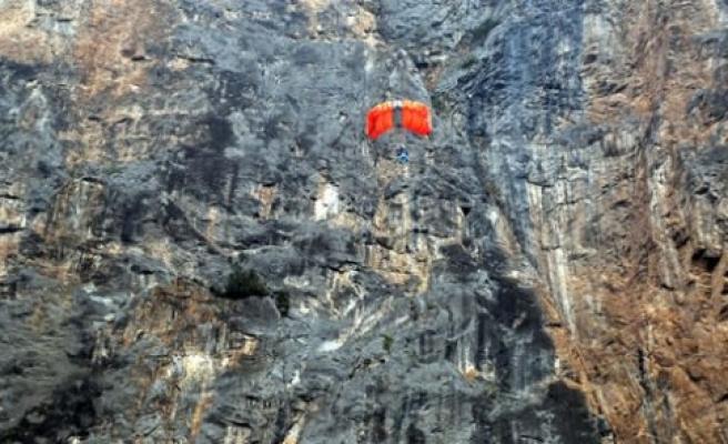 """324 metreden """"uçuruma"""" atladı"""