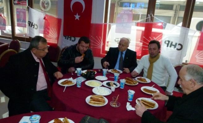 CHP ADAYI ÜNLÜ, GAZETECİLERLE BULUŞTU