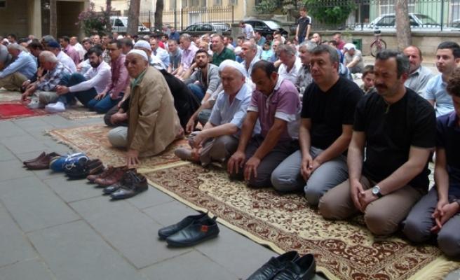 Ramazan'ın İlk Cuması Camiler Doldu Taştı