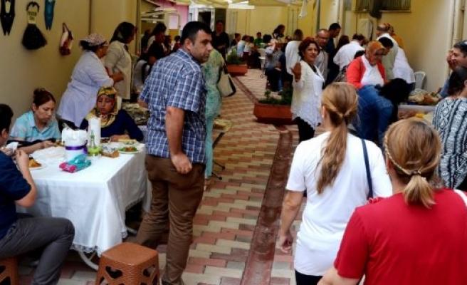 BAFRA'DA KADINLAR İÇİN KURULAN EMEK PAZARINA YOĞUN İLGİ VAR
