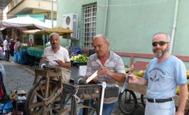 Bafralı bıçak bileyicileri çifte bayram yaşıyor