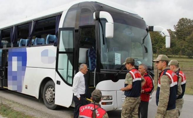 BAFRAYA GELEN OTOBUS KAZA YAPTİ 3YARALİ