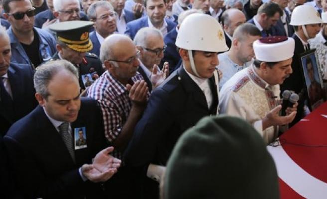 Bakan Çağatay Kılıç şehit polisin cenaze törenine katıldı