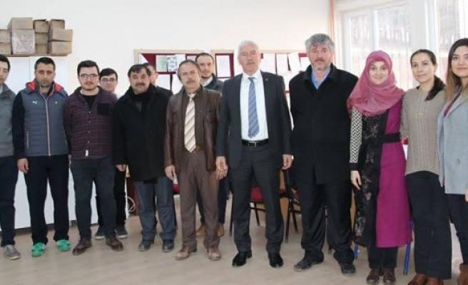 Başkandan UYAR'dan Yeni Okul Müdürüne Hayırlı Olsun Ziyareti