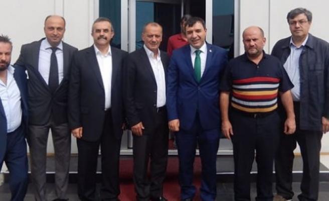 Hasan Basri Kurt Medikal Sanayi Kümelenme Derneğini ziyaret etti.