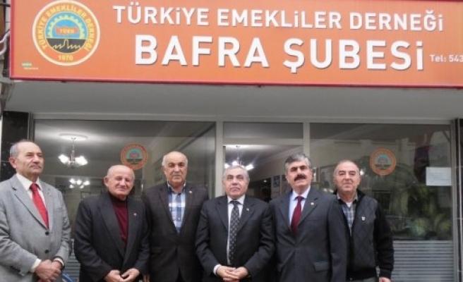 KAYMAKAM ARSLAN'DAN EMEKLİLER DERNEĞİNE VE BANKA ŞUBESİNE ZİYARET YAPILDI