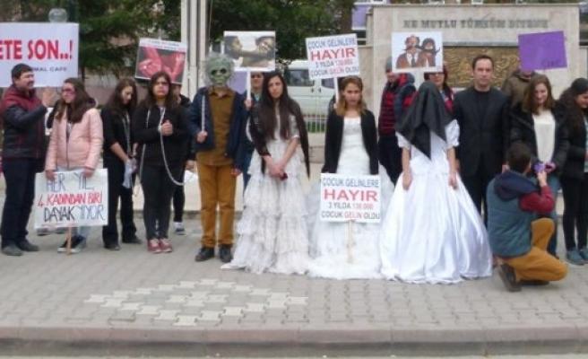 LİSE ÖĞRENCİLERİ, KADINA YÖNELİK ŞİDDETİ PROTESTO ETTİLER