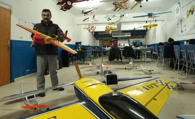 Oğlu İçin Yaptığı Model Uçakları Şimdi Yurt Dışına Satıyor