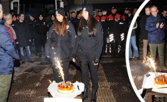 Samsun Emniyet Müdürü Yavuz'dan personele pasta sürprizi