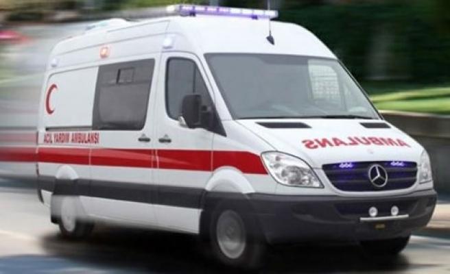 Samsun'da minibüs dereye yuvarlandı: 2 yaralı