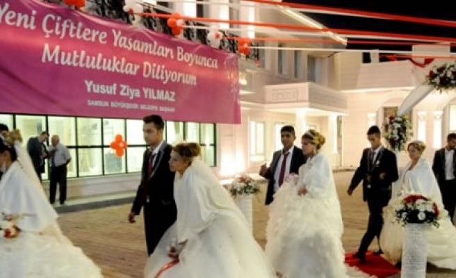 Samsun'da Romanlara toplu nikah
