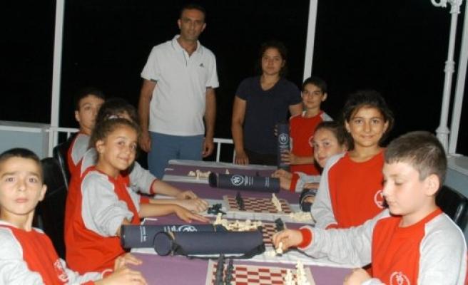 Şenocak, Satranç Seti Dağıttı