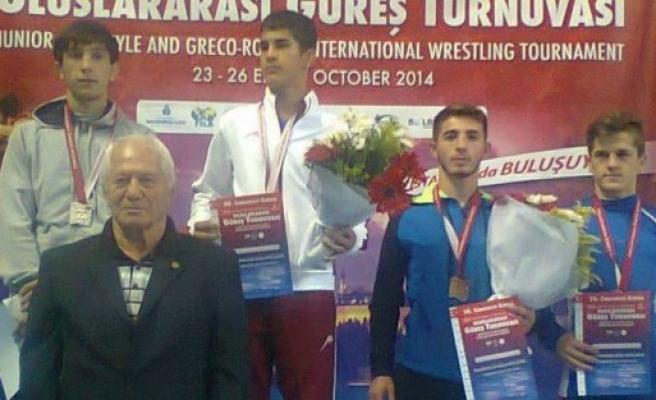 Serbest Stil Uluslararası Güreşte 3. Oldu