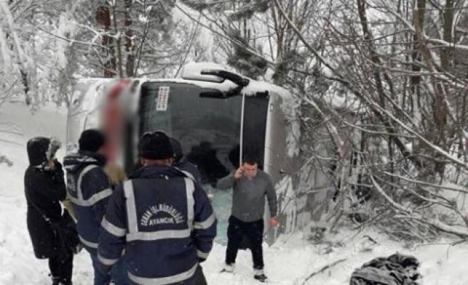 Sinop'ta Yolcu Otobüsü Şarampole Devrildi, 1, yaralı