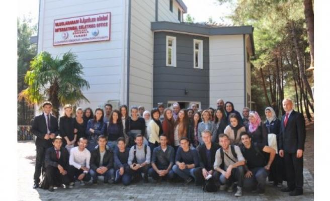 Uluslararası Öğrenciler Rektör Akan'ı Ziyaret Ettiler