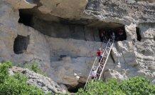 Milli güreşçiler, 3 bin 200 yıllık kaya evlerini ziyaret etti