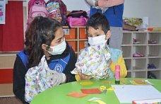 Bartın'da gönüllü gençlerin ulaştırdığı hediyeler köy okulundaki çocukların yüzünü güldürdü