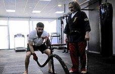 Antrenör baba, Balkan şampiyonu kick boksçu oğlunu müsabakalara hazırlıyor